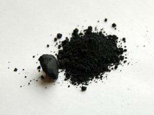 800px-manganese-dioxide-sample