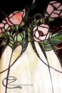 Tiffany üvegek, ólomüvegek beépítve