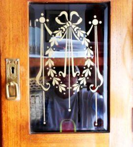 Festett üvegablak szekrényajtóból, uveg-festes-small